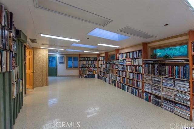 4228 Chula Senda Lane, La Canada Flintridge CA: http://media.crmls.org/medias/e15e8ef5-83eb-47a5-9928-e45047450ba2.jpg