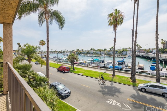 201 Bay Shore Avenue, Long Beach CA: http://media.crmls.org/medias/e167d0d1-0169-46d0-b234-e71e6123b49d.jpg