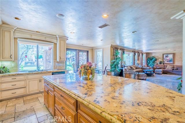 954 White Ranch Circle, Corona CA: http://media.crmls.org/medias/e17008da-22cd-474e-b361-317ae0466c7a.jpg