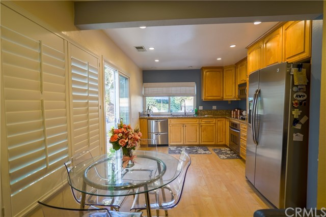 Photo 3 for Listing #OC17167029