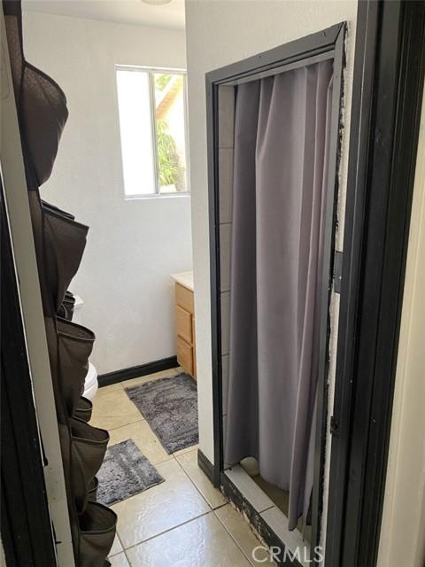 681 E 70th Street, Long Beach CA: http://media.crmls.org/medias/e18a07c1-2929-44db-a4e1-44274c60a1c6.jpg