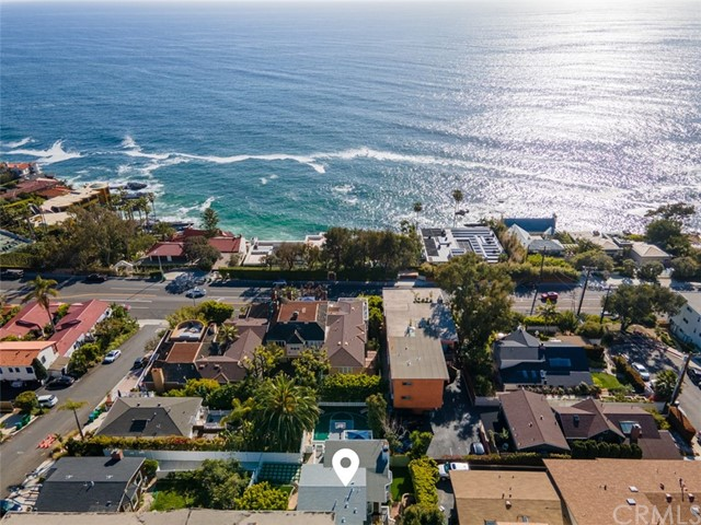 274 Upland Road, Laguna Beach CA: http://media.crmls.org/medias/e1c3a956-530e-47f3-82e9-6596462d97ee.jpg
