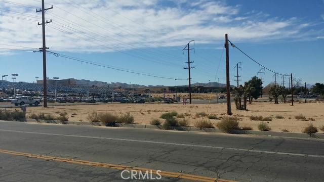57794 Twentynine Palms, Yucca Valley CA: http://media.crmls.org/medias/e1ec0485-dd57-4f54-8d84-10faae7f45a9.jpg