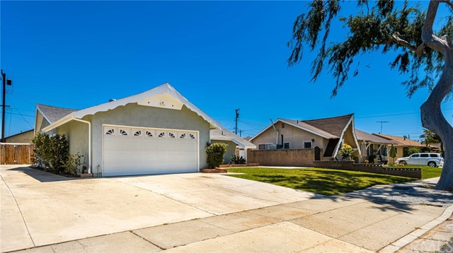 724 Moonbeam Street, Placentia CA: http://media.crmls.org/medias/e1ee5f37-8e6c-42fc-9567-0fdda69fb714.jpg