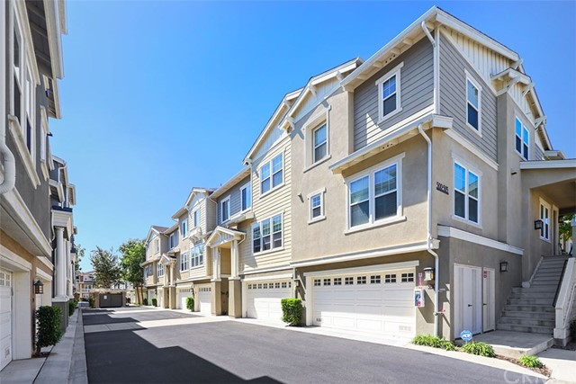 1800 Oak Street, Torrance, California 90501, 3 Bedrooms Bedrooms, ,3 BathroomsBathrooms,Townhouse,For Sale,Oak,PW19224153