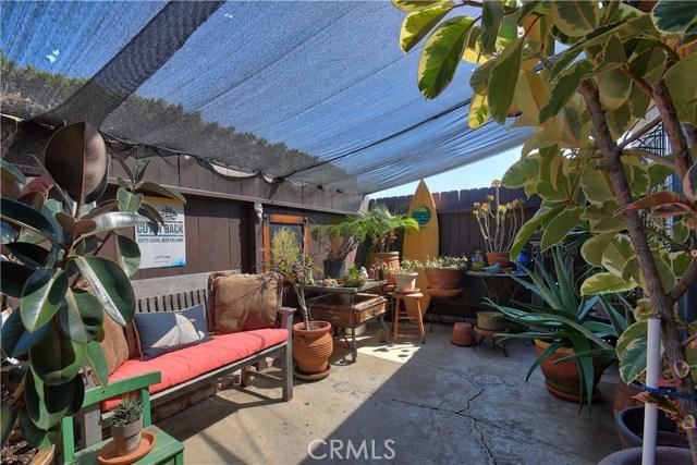 2077 Wallace Avenue, Costa Mesa CA: http://media.crmls.org/medias/e2108d9e-52b4-49e1-b9a9-78bf9b4a9cbd.jpg
