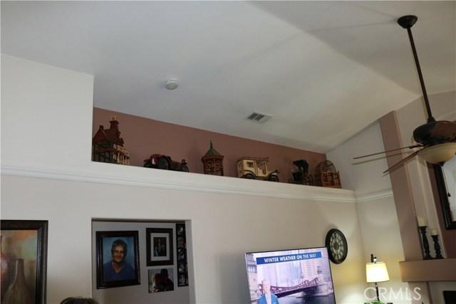 359 Flordason Drive, Calimesa CA: http://media.crmls.org/medias/e24b74a9-4a48-4304-a8b0-5a789023bb70.jpg