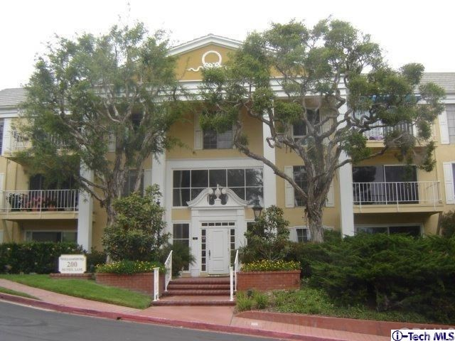 200 McNeil Lane, Newport Beach CA: http://media.crmls.org/medias/e27279b5-480a-416a-9ab2-7efa47a52a39.jpg