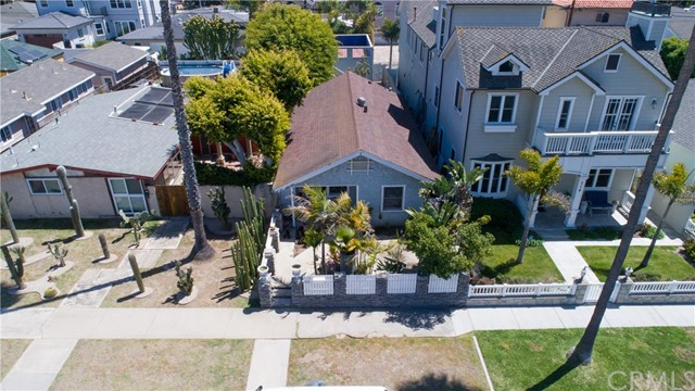 716 14th Street, Huntington Beach CA: http://media.crmls.org/medias/e2875730-ee5e-4264-926e-9bc308e00b1c.jpg