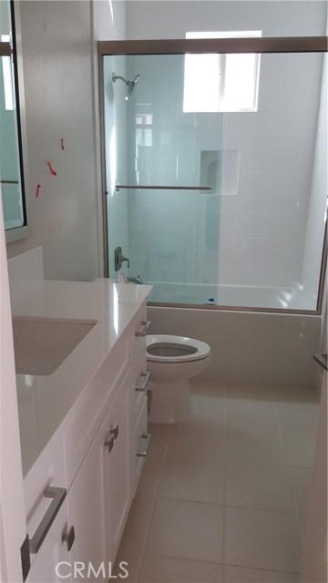 卧房个数: 4, 浴室个数 : 4.5