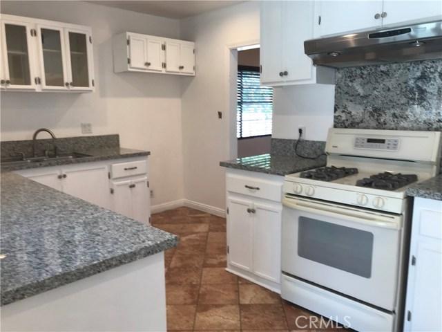 409 W Elmwood Avenue, Burbank CA: http://media.crmls.org/medias/e2aa49e3-9708-417c-9cc1-5986d9fe97f0.jpg