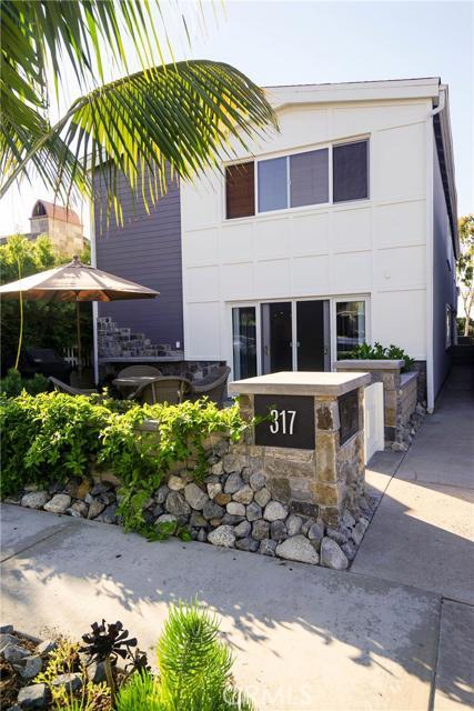 Condominium for Rent at 317 Heliotrope St Corona Del Mar, California 92625 United States