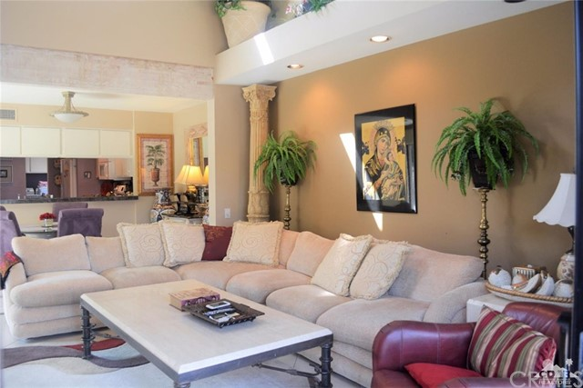 369 Wimbledon Drive, Rancho Mirage CA: http://media.crmls.org/medias/e2c3d1ca-bc7e-4a1b-b82c-1ffddf11a015.jpg