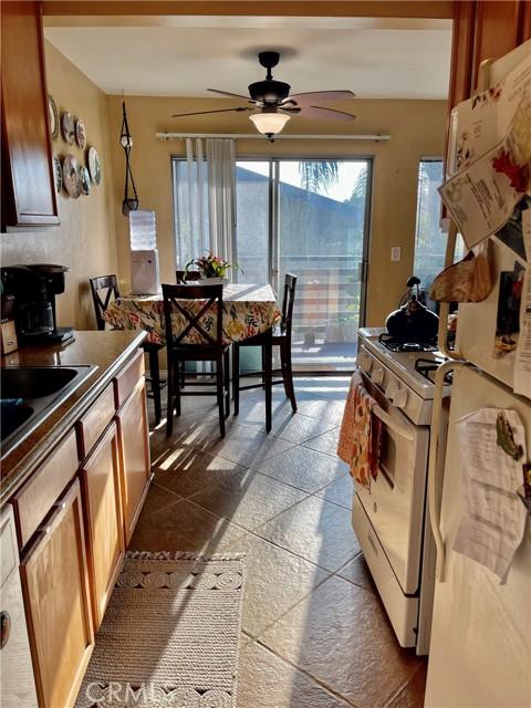 1410 W Lambert Rd, La Habra CA: http://media.crmls.org/medias/e2caacca-78a4-47fa-845c-e6cf6160bdea.jpg