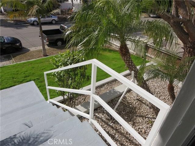 828 N Lucia Avenue, Redondo Beach CA: http://media.crmls.org/medias/e2cdf1e0-4d41-42dc-bec9-ba4fad698ee6.jpg