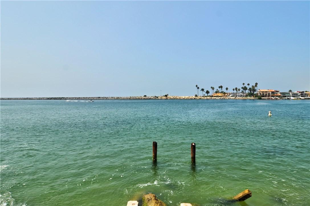 2717 Shell Street, Corona del Mar CA: http://media.crmls.org/medias/e2ce2144-edb1-4059-afce-a9e33c48718d.jpg