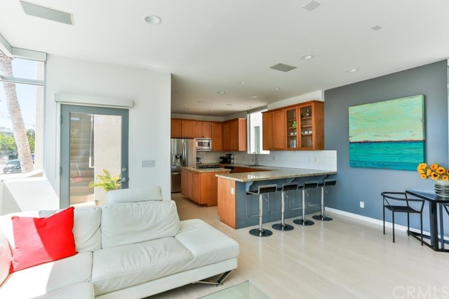 Additional photo for property listing at 330 Hollowell Avenue  HERMOSA BEACH, CALIFÓRNIA,90254 ESTADOS UNIDOS