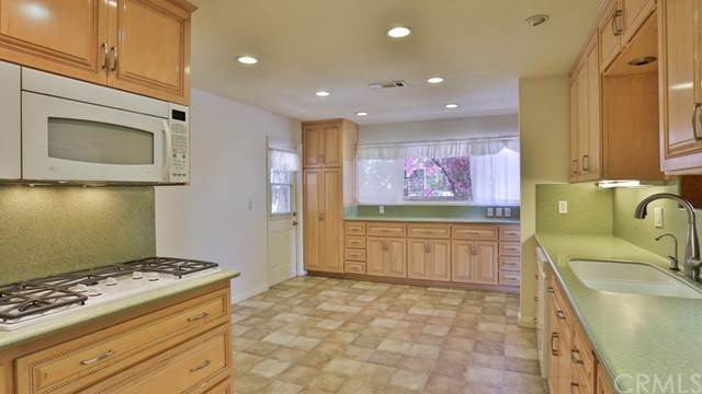 1421 W Apollo Av, Anaheim, CA 92802 Photo 9