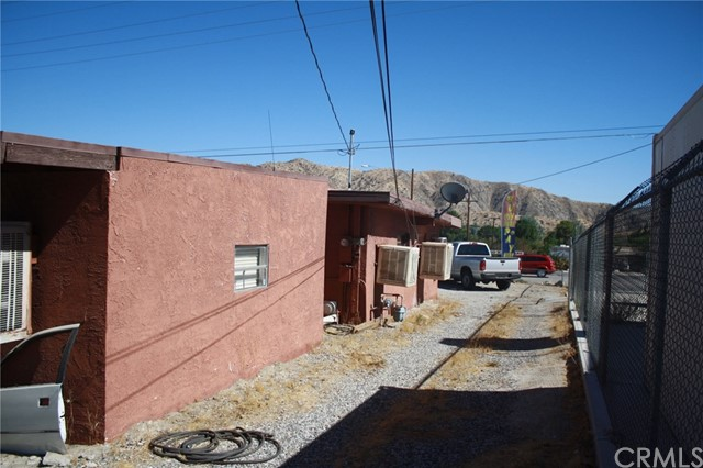 49896 29 PALMS Highway, Morongo Valley CA: http://media.crmls.org/medias/e2f72142-36b4-4115-a26a-32dbd1825502.jpg