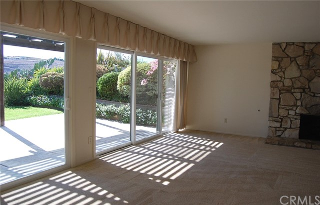 27721 Longhill Drive, Rancho Palos Verdes CA: http://media.crmls.org/medias/e2fec826-f39c-4c88-a577-f7ce1fcd00b5.jpg