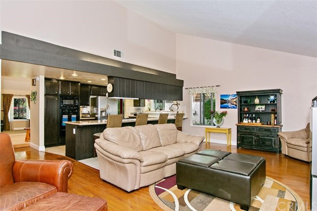 10425 Poplar Street, Rancho Cucamonga CA: http://media.crmls.org/medias/e30eac79-0934-47d4-8d69-078273e4cd1e.jpg