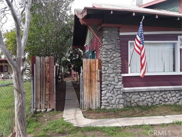 216 N Olive Avenue, Rialto CA: http://media.crmls.org/medias/e326547d-4f2a-4ed5-96fb-1a2315eeaea2.jpg