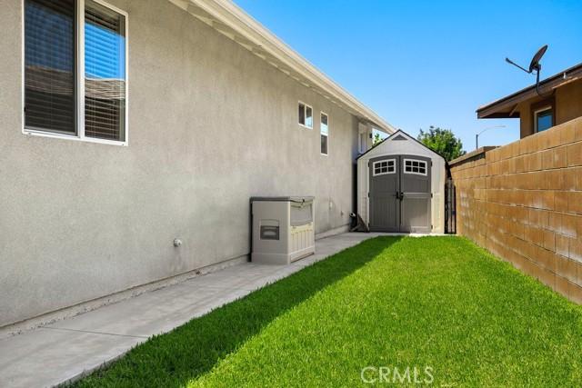 6826 Thistle Street, Eastvale CA: http://media.crmls.org/medias/e326961e-03fe-4179-a8e0-3f565e6ca782.jpg
