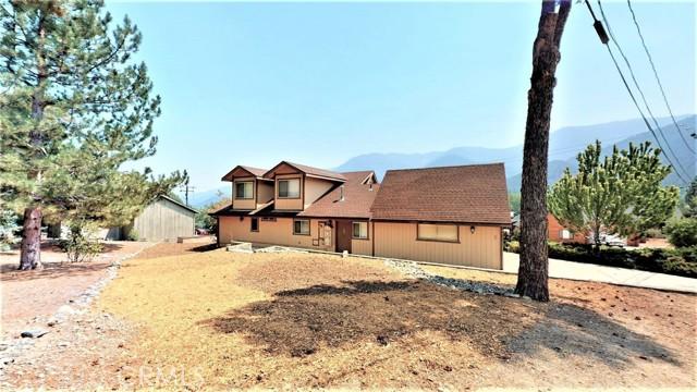 16425 Huron Drive, Pine Mountain Club CA: http://media.crmls.org/medias/e364bd21-bb0e-46b9-a9bc-3207b324a41b.jpg