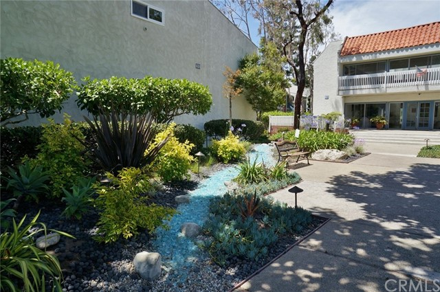 603 S Prospect Avenue, Redondo Beach CA: http://media.crmls.org/medias/e36b7a2d-5c12-4142-87c0-51356f17bfc9.jpg