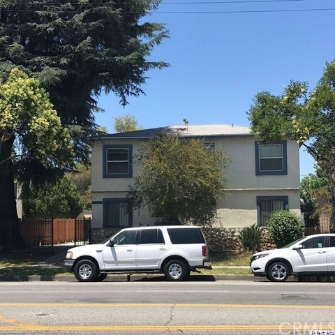 18127 Roscoe Boulevard, Northridge CA: http://media.crmls.org/medias/e36efe20-daf3-4ee4-9d78-e6b2e1479219.jpg