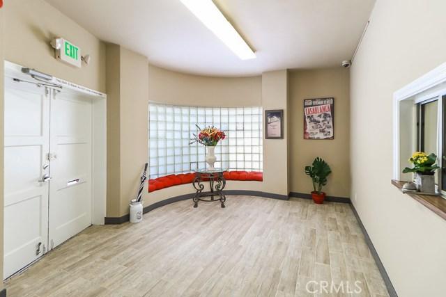 5308 5306 N Figueroa Street, Highland Park CA: http://media.crmls.org/medias/e372e6b6-2e39-4384-8688-e9aded72a9bc.jpg