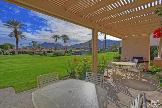 45878 Algonquin Circle, Indian Wells CA: http://media.crmls.org/medias/e37553c6-fee9-4f21-a05c-13c27614e11f.jpg