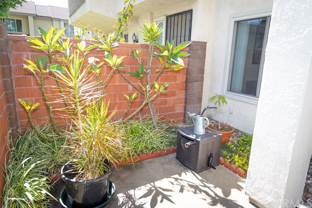 2043 S June Place, Anaheim CA: http://media.crmls.org/medias/e3843bad-cacd-460c-b7b9-bf27e6271140.jpg