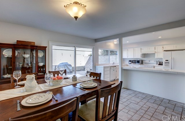 18260 Arches Court, Fountain Valley CA: http://media.crmls.org/medias/e386a3f8-c6ea-4a8e-95f9-5d04edae27d3.jpg