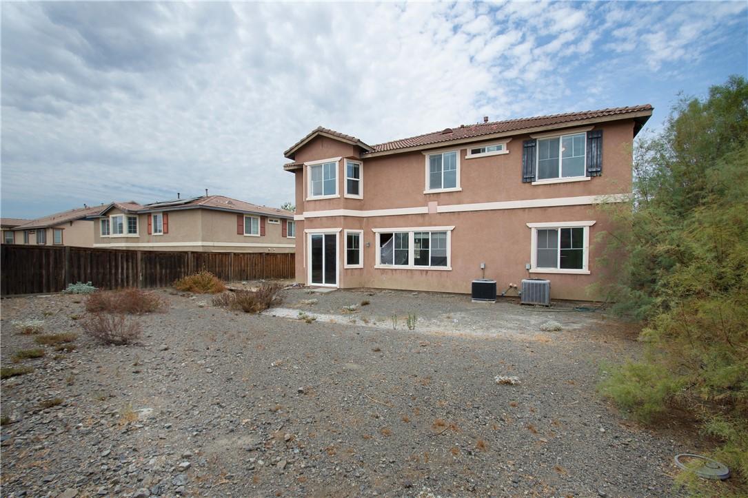 41047 Sunsprite Street, Lake Elsinore CA: http://media.crmls.org/medias/e387609b-9581-4093-81b4-a21dd564a0e4.jpg