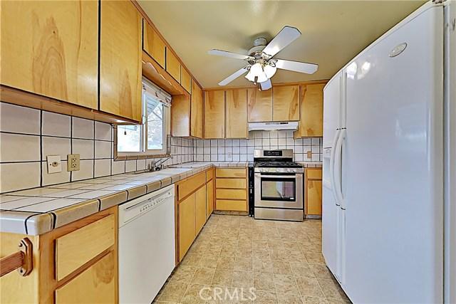 1405 S Nevada Avenue, Los Banos CA: http://media.crmls.org/medias/e3c281f2-6135-4207-b3bd-5727e3c581e5.jpg