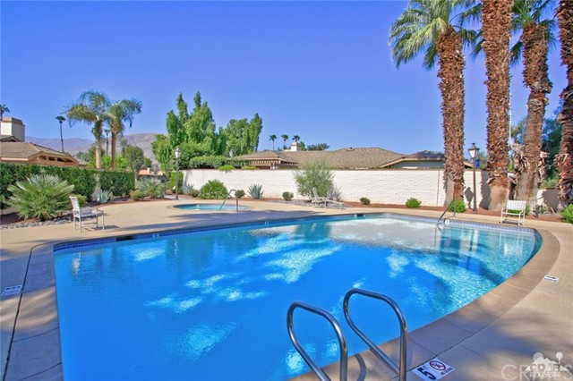 163 Madrid Avenue, Palm Desert CA: http://media.crmls.org/medias/e3d0287e-7ee7-4a61-a960-3b2ddd34f1cc.jpg