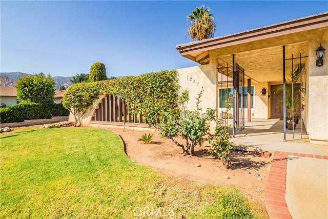 1237 Oak Mesa Drive, La Verne CA: http://media.crmls.org/medias/e3d116af-d383-4c29-ad5a-694801fdfbbf.jpg