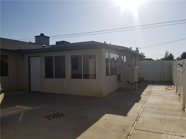 21236 Minnetonka Road, Apple Valley CA: http://media.crmls.org/medias/e3dede11-5a74-4378-9457-b214cdc897a3.jpg