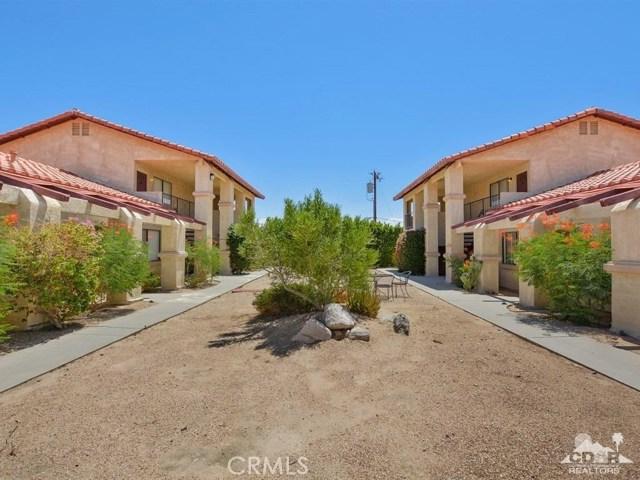 68075 Calle Bolso, Desert Hot Springs CA: http://media.crmls.org/medias/e3f74344-c6a3-4edf-aa69-54c0cdec0fd7.jpg