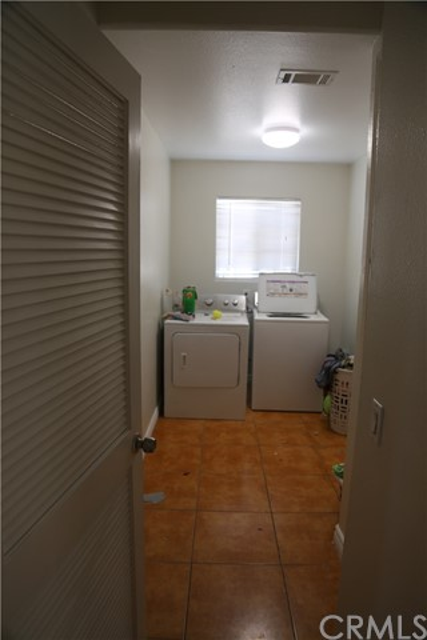 14794 Columbine Street, Victorville CA: http://media.crmls.org/medias/e41120fc-f5d1-479e-a2cf-953a5d289647.jpg