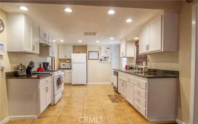 5196 N Mountain View Avenue, San Bernardino CA: http://media.crmls.org/medias/e4150dc7-3167-41a4-96c7-a3df5527cc42.jpg