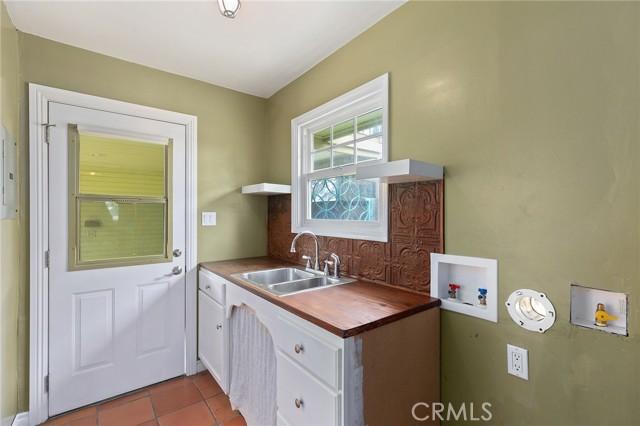 324 W Kendall Street, Corona CA: http://media.crmls.org/medias/e429d76e-19b3-4505-9bc4-59fa5617e76d.jpg