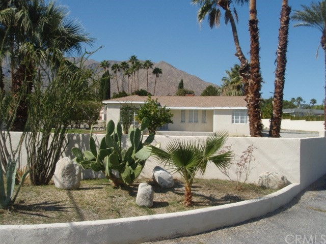 2107 N Vista Grande Avenue, Palm Springs CA: http://media.crmls.org/medias/e42ae7bd-8edf-422f-a5cb-15773704600a.jpg
