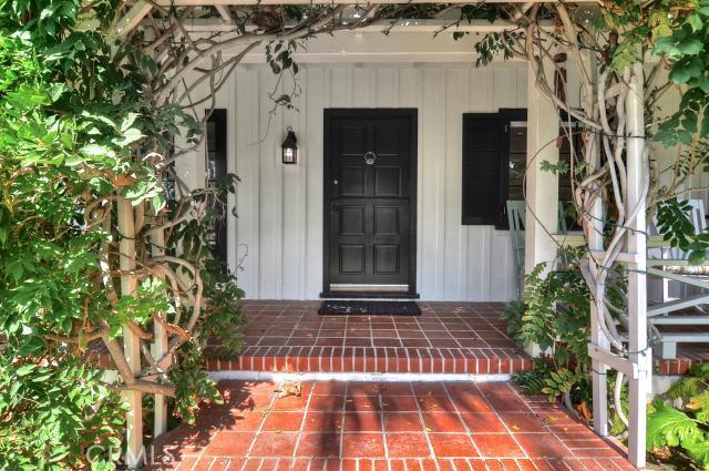 448 Myrtle Street, Laguna Beach CA: http://media.crmls.org/medias/e4367cb2-ddb0-45b1-9546-f1ce046cb10d.jpg