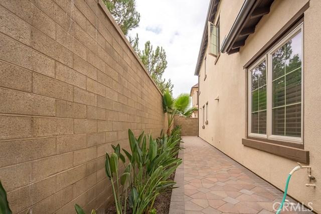 81 Gardenhouse Way, Irvine CA: http://media.crmls.org/medias/e43e83cf-6fe3-4e67-835e-0804a78a859e.jpg