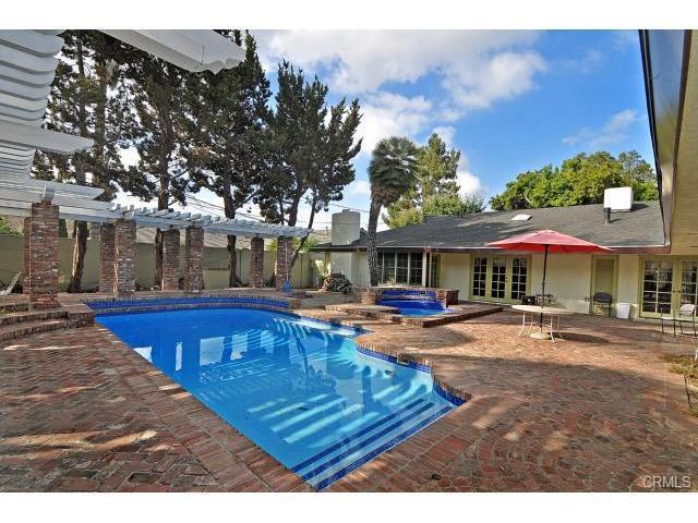 Single Family Home for Rent at 811 Woodbury Orange, California 92866 United States