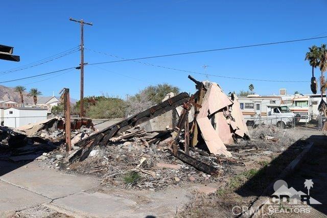 212 Thermal Avenue, Salton Sea Beach CA: http://media.crmls.org/medias/e4582716-6645-4383-b906-fcc11929856e.jpg
