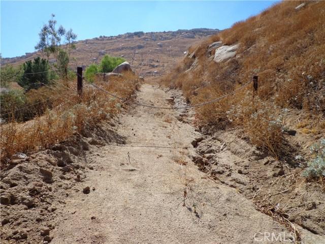 9325 JODEN RD, Moreno Valley CA: http://media.crmls.org/medias/e4642f37-14f8-448d-9b6c-8b2571361316.jpg