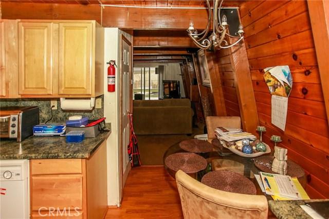 445 Elysian Boulevard, Big Bear CA: http://media.crmls.org/medias/e483546d-a8cb-47d7-8e18-58b4c465a758.jpg